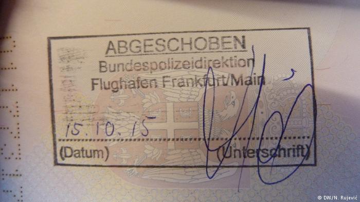 Pečat u pasošu koji govori o deportaciji iz Nemačke